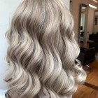 Blond met zwarte highlights