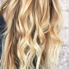Blonde highlights in blond haar